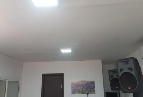 גוף תאורה צמוד תקרה